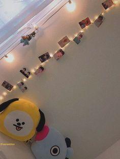 19 Stylish Room Decor Kpop Twice Army Room Decor, Cute Room Decor, Bedroom Decor, Tumblr Room Decor, Tumblr Rooms, Kpop Diy, Bts Pictures, Photos, Bts Merch