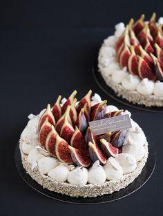 Symbole d'une saison ensoleillée la Tarte de fin d'été aux figues vient ponctuer d'un peu de douceur votre semaine de reprise.  #NicolasBernardé #PâtisserieDuSamedi #dessert #cake #gourmand #gourmet #teatime #Frenchpastry #figue #fig #イチジク #tarte #pie #パイ#Paris #ParisIsAlwaysAGoodIdea #French #gâteau #LaGarenne #Colombes #LaDefense #Neuilly #Courbevoie #Levallois #Instafood #goûter