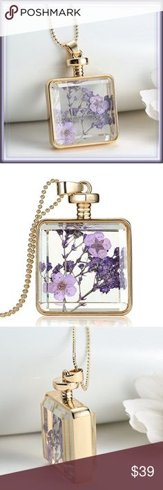 """NWT Glass Lavender Flower Necklace ➖NWT  ➖SIZE: Pendent is 1"""" x 1""""  ➖STYLE: A gorgeous glass closed locket with real flowers inside the Pendent.   ❌NO TRADE  133456 dainty delicate Jewelry Necklaces"""