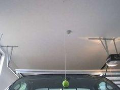 Une balle de tennis accrochée au plafond pour connaitre la limite à ne pas dépasser en entrant dans le garage