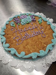 Choco Chip Cookies, Chocolate Chip Cookie Cake, Choco Chips, Cookie Cake Designs, Cookie Cakes, Giant Cookie Recipes, Cookie Ideas, White Chocolate Macadamia Cookies, Cookie Decorating
