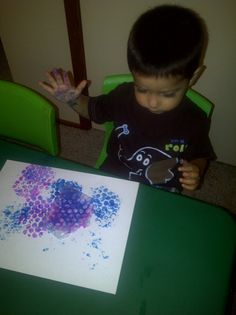 Preschool Craft. Bubble Wrap Painting. Preschool Craft Activities, Art Therapy Activities, Teaching Activities, Teaching Ideas, Cute Kids Crafts, Toddler Crafts, Early Childhood Education, School Projects, Kids Learning