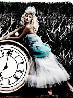 tick tock - Alice in Wonderland - fashion photography