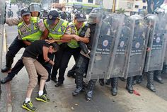How things are in Venezuela. Students against the Police of Venezuela
