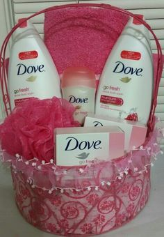 Gifts for mom basket spas 21 new Ideas Mothers Day Baskets, Gift Baskets For Women, Mothers Day Crafts For Kids, Diy Mothers Day Gifts, Mother Gifts, Gifts For Mom, Mothers Day Presents, Diy Mother's Day Gift Basket, Diy Gift Baskets