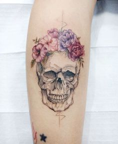 Flower colors - Skull Tattoo - Garden Planting - Home DIY Cheap - Blonde Hair Styles - DIY Jewelry Vintage Floral Skull Tattoos, Skull Tattoo Flowers, Sugar Skull Tattoos, Flower Tattoos, Small Skull Tattoo, Flower Skull, Little Tattoos, Mini Tattoos, Cute Tattoos