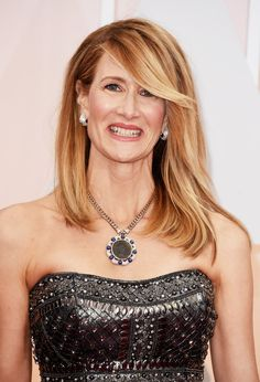 Ryan Seacrest asked Laura Dern about her cute jewelry. She told him she's wearing her ring to support LUNG CANCER AWARENESS. | Oscar Nominees Gave Perfect Responses To Gendered Questions