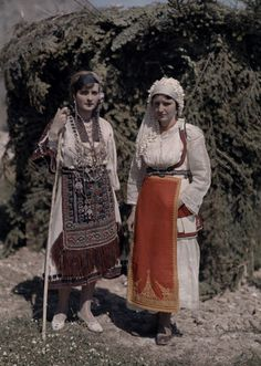 isters at Delphic Festival Wear Costumes with Fabric from Desphina National Geographic's Greece in Color from the Photographer: Maynard Owen Williams in the Dance Costumes, Greek Costumes, Greek Traditional Dress, National Geographic Images, Greek Beauty, Greek History, Rare Images, Extraordinary People, Folk Costume