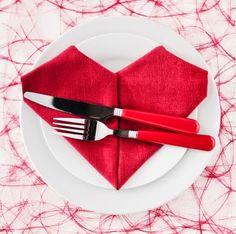 10 idee per apparecchiare la tavola per San Valentino