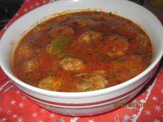 Reteta culinara Piftelute cu sos din categoria Mancaruri cu carne. Specific Romania. Cum sa faci Piftelute cu sos Ground Meat Recipes, Curry, Ethnic Recipes, Food, Ground Beef Recipes, Ground Chuck Recipes, Curries, Essen, Meals