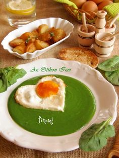 Krémes spenót főzelék Hungarian Recipes, Hungarian Food, Diabetic Recipes, Diet Recipes, Avocado Toast, Hummus, Main Dishes, Healthy Living, Food And Drink