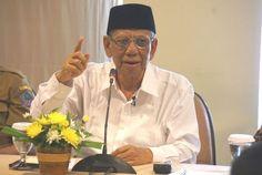 """Politisi PKS : Hasyim Muzadi Cerahkan Masyarakat Muslim Indonesia http://indonesiatoday.id/wp-content/uploads/2017/03/image-1-30.jpg MALANGTODAY.NET– Ketua Umum Pengurus Besar PB NU, KH Hasyim Muzadimenurut Wakil Ketua Fraksi PKS di DPR Aboe Bakar Al Habsy adalah seorang Ulama yang tak diragukan lagi kedalaman ilmunya. """"Beliau selalu memberikan penjelasan tentang Islam dengan sejuk, sehingga memberikan hawa kedamaian dalam beragama,"""" ujar Aboe Bakar. Kedal"""