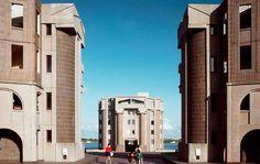 Les Arcades du Lac in Saint-Quentin-en-Yvelines, Paris, France  --  Ricardo Bofill Taller de Arquitectura -- on archilovers.com