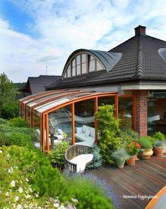 A régebbi építésű házaknák gyakran megtalálható volt egy fűtetlen helység melyet általában a bejárat elé építettek és főként növénytárolási funkciója...