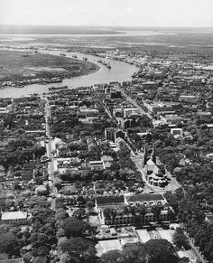 A rare aerial photo of Vietnam's biggest city some 70 years ago. In the center is the Notre-Dame Cathedral Basilica, while a curve of Saigon River and its east bank occupy the top left. The east bank - once a marshland - is now known as Thủ Thiêm Ward of Thủ Đức City, the fastest developing and most modern urban area of Saigon Beautiful Vietnam, Cathedral Basilica, Indochine, Vietnam History, The Beautiful Country, Ho Chi Minh City, Aerial View, Architecture, Aesthetic Wallpapers