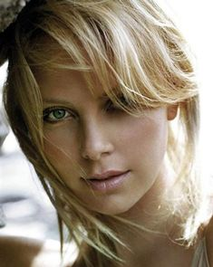 Charlize Theron Hairstyles i4Y5It