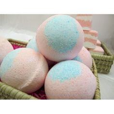DIY Beauty: Make your own Bath Bombs. A great Holiday gift idea!