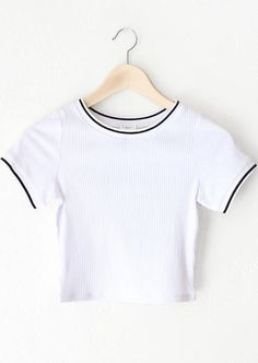 - Description Details: Short sleeve crop top in white with black white contrast trim collar sleeve bands. Form fitting, tend to run on the smaller side are more fitted. Simple Outfits, Cool Outfits, Casual Outfits, Fashion Outfits, Crop Top Shirts, Crop Tops, Tumblr Outfits, Fashion Looks, Nyc Clothing