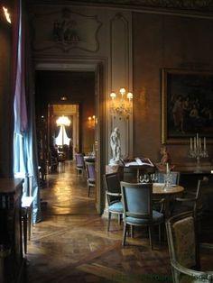 Salon de thé rue d'Anjou : une perle. Luxury Spa Hotels, Luxury Homes, Resto Paris, Paris Love, Paris Restaurants, Mansions Homes, Photos Voyages, Hotel Interiors, French Chateau