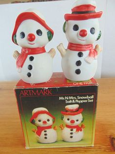 Vtg Artmark Christmas Ceramic Mr N Mrs Snowball Salt Pepper Shakers Set  Boxed