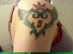 Okay, I would so get this on my hip or wrist or something! o.o