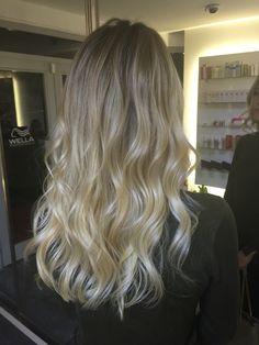 #eniyiombre #kadın #midlength #highlight #güzellik #gelinsaçı #ankaraombre #bilkent  #bride #bridal #ombre #kırma #brushlight #facelight #freelight #ankara #ankaradamoda #ankaramoda #çayyolu #parkcaddesi #ümitköy #sokakmodası #sombre  #pigmentasyon #ombrehair #efsanesaclar #ombreankara #bebeksarısı #bebekkumralı #hair
