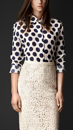 LACE SKIRT AND LINEN SHIRT WITH POLKA DOTS