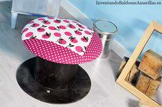 tapizar taburete Recicla una estructura de madera y crea un taburete Más info en: http://inventandobaldosasamarillas.es/tapizar-un-taburete-hecho-con-material-reciclado/