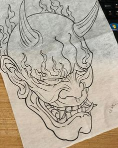 ในภาพอาจจะมี การวาดรูป Hannya Maske Tattoo, Oni Mask Tattoo, Demon Tattoo, Samurai Mask Tattoo, Cool Tattoo Drawings, Alien Drawings, Tattoo Sketches, Japanese Mask Tattoo, Japanese Tattoo Designs