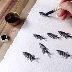 Peixes e nuvens – As belas pinturas em porcelana por Niharika Hukku Happy Paintings, Watercolor Paintings, Fish Paintings, Watercolor Drawing, Fish Artwork, Nature Artwork, Nature Paintings, Watercolors, Painting & Drawing