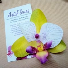 Broche ou barrette fleuron orchidée lime parme cœur magique