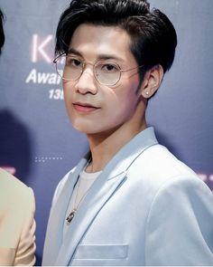 Handsome lion 😊 #kristsingtobestcouple2019 #kazzawards2019 #peraya #singtoprachaya #kristperawat Cr. PICHAMON. amp Cute Gay Couples, Thai Model, Cute Actors, Asian Men, Asian Guys, Beautiful Love, Best Couple, The Hobbit, Pretty Boys