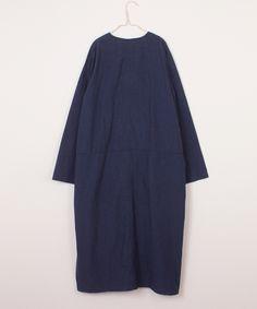 """春のワンピースとして。<br /> 春のシャツコートとして。 <br /><br /> ※color,size 多少異なります。<br /> ※着用サイズ:size F<br /> ※モデルの身長:160cm <br /><br /> ※採寸箇所の詳細につきましては <a href=""""https://store.nestrobe.com/sizeguide"""" target=""""_blank"""">「サイズガイド」</a>をご覧ください。"""