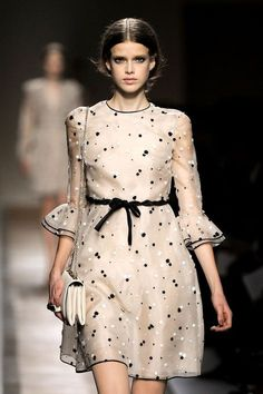 Valentino at Paris Fashion Week Spring 2011 : Valentino Spring 2011 Ready-to-Wear collection by Pier Paolo Piccioli and Maria Grazia Chiuri Couture Fashion, Paris Fashion, Runway Fashion, Womens Fashion, Fashion Trends, Queen Dress, Dress Up, Dress Clothes, Dot Dress