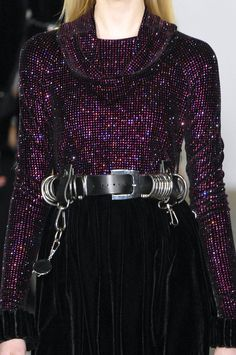 Into the Details Christopher Kane Fashion Belts, 90s Fashion, Runway Fashion, High Fashion, Fashion Show, Fashion Outfits, Classy Outfits, Pretty Outfits, Vintage Outfits