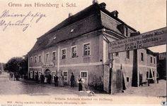 """Budynek powstał w 1733 roku z przeznaczeniem na gospodę i był nią aż do końca niemieckiego panowania w stolicy Karkonoszy. Wyszynk, który tam się znajdował, nazwano od początku XX wieku """"Starą nadzieją"""" (Alte Hoffnung) dla rozróżnienia od hotelu """"Nadzieja"""" (Hoffnung) zbudowanego w pobliskim gmachu (dziś siedziba Sanepidu)."""