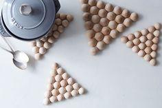 création en bois pratique et déco- dessous-de-plats en demi-perles de bois