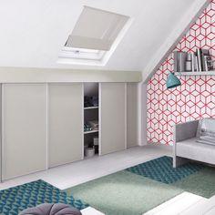 attic bedroom with balcony Slanted Ceiling Bedroom, Attic Bedroom Storage, Attic Rooms, Attic Spaces, Bedroom Decor, Loft Conversion Tips, Loft Conversion Dressing Room, Loft Conversions, Eaves Storage