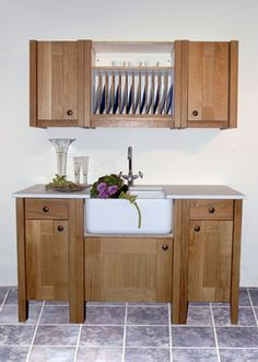 Vintage free standing kitchen sink cabinets are so cute for Antique free standing kitchen cabinets