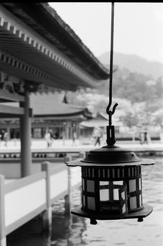 吊り灯篭 (Hanging lantern)