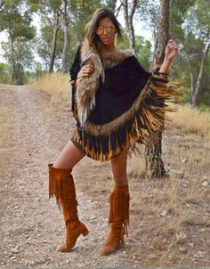 Gemma Alvarez Black Rabbit Fur Poncho w/Fringe available at SWANK! Find Gemma Alvarez fur vests, collars, ponchos + jackets in the United States only at SWANK. Boho Gypsy, Hippie Boho, Boho Outfits, Cute Outfits, Camilla Dress, Boho Trends, Native American Women, Burberry, Fur Collars