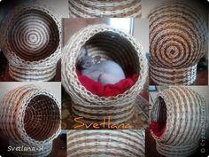 Поделка изделие Плетение домик для котЭ Бумага газетная Трубочки бумажные фото 1