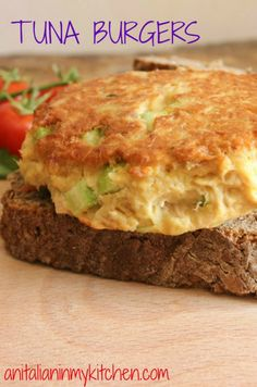 Tuna Burgers, who needs meat when these Tuna Burgers become the best burger ever. Not only delicious but healthy too! Tuna Recipes, Burger Recipes, Seafood Recipes, Cooking Recipes, Healthy Recipes, Recipies, Fish Dishes, Seafood Dishes, Tuna Dishes