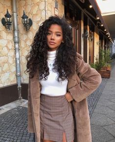 Indian Style 667658713493938250 - Human Hair Wigs Jerry Curly Inch Lace Frontal Wig Density Source by sss_vlf Curly Wigs, Human Hair Wigs, Curly Bob, Curly Perm, Curly Hair Ponytail, Black Girl Fashion, Look Fashion, Runway Fashion, Korean Fashion