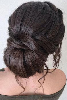 30 Prettiest Bohemian Wedding Hairstyles bohemian wedding hairstyles low swept chignon with loose curls pearly.hairstylist 30 Prettiest Bohemian Wedding Hairstyles bohemian wedding hairstyles low swept chignon with loose curls pearly. Boho Wedding Hair, Wedding Hair And Makeup, Wedding Bride, Wedding Updo, Wedding Dress, Wedding Nails, Wedding Ceremony, Elegant Updo, Bridal Hair Updo Elegant