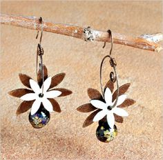 Explore patina and wire for making beautiful #DIY jewelry. - Rustic Wrappings by Kerry Bogert
