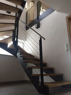 Wonderful Photo Carpet Stairs design Strategies One of many fastest ways to revamp your tired old staircase would be to cover it with carpet. Metal Stairs, Concrete Stairs, Modern Stairs, Staircase Railings, Wooden Staircases, Staircase Design, House Stairs, Carpet Stairs, Foyers