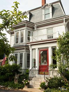 There are many types of houses, from Victorian to craftsman to cottage. This guide will help you learn about all the house styles, so you know exactly what to tell your realtor when you're looking to buy a home. Victorian Homes Exterior, Victorian Style Homes, Victorian Architecture, Architecture Details, Victorian Houses, Victorian Era, Exterior Color Schemes, Exterior Paint Colors, Paint Colors For Home