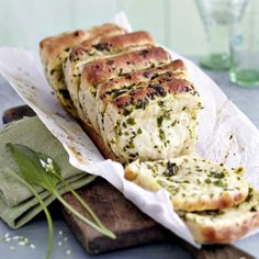 Dieses Rezept müsst ihr einfach probieren: Unser köstlich duftendes Bärlauchb… You just have to try this recipe: our deliciously smoked wild garlic bread outshines every baguette or ciabatta! Ciabatta, Food Porn, Vegetarian Recipes, Healthy Recipes, Savoury Baking, Bread Bun, Soul Food, Finger Foods, Food Inspiration