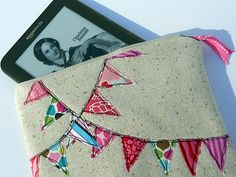 Bunting Kindle Case Tutorial.  Inspired my version: http://hmhdesigns.wordpress.com/2012/04/01/kindle-fire-case-lined-pouch/